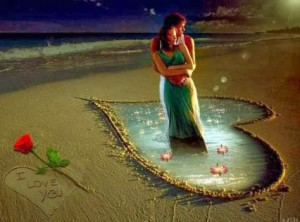 Se aman y han dibujado un corazón en la arena de la playa; luego se han colocado en el centroabrazados.