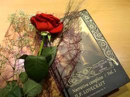 Hoy se celebra el Día de los enamorados con rosas y libros